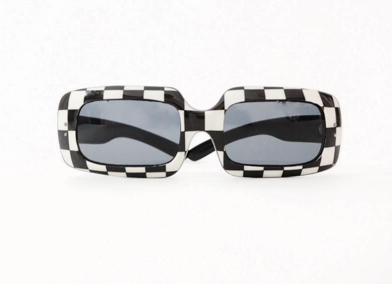 Paseando... pero siempre con gafas vintage Detalles Vintage Vintage